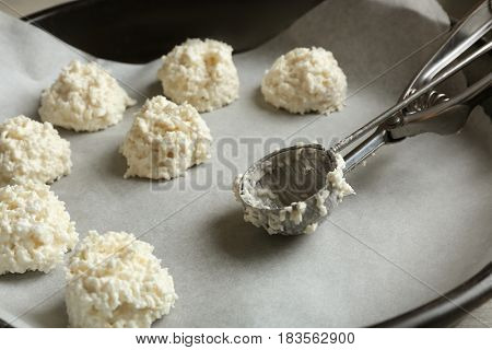 Baking tray with delicious coconut macaroons, closeup