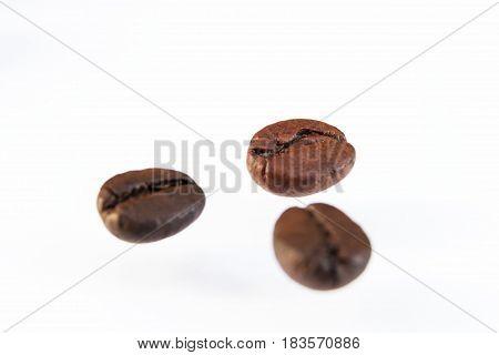 Photo macro coffee beans on a white background.