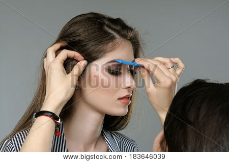 Master Corrects The Eyebrows Of The Model Before Shooting.