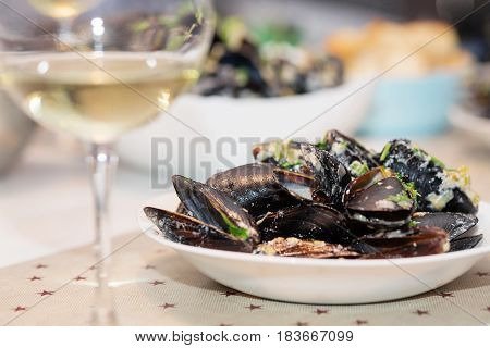 Steamed Mussels In Cheese Sauce.