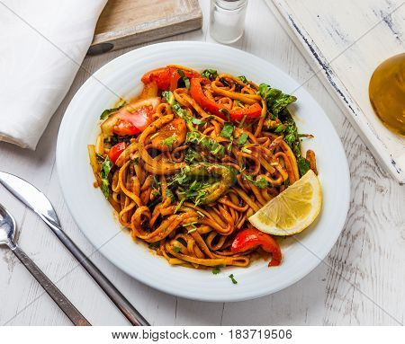 A meal of vegetarian stir-fried chow mein.