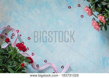 Background Wedding, Mother's Day Or Birthday. A Bouquet Of Fresh Red And Pink Rose Flowers On A Blue