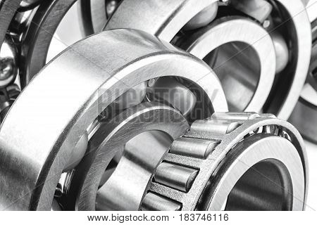 Roller bearings with shallow depth of field