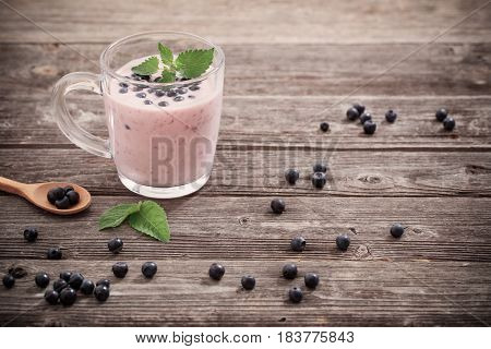 the blueberries and jogurt on old wooden background