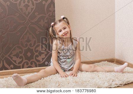 the smile girl doing gymnastics at home