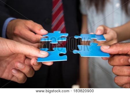 Business people holding puzzle pieces. problem solution concept