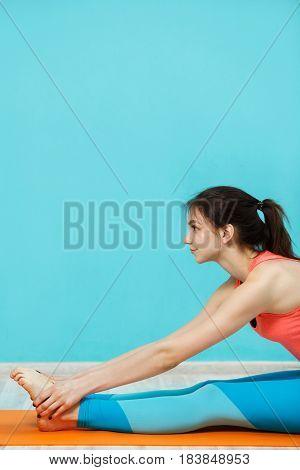 Photo of brunette in sportswear doing yoga