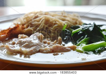 fried vermicelli noodle dressing pork gravy sauce on plate