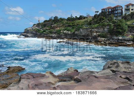 Sydney Bondi to Bronte coastal walk depicturing wavy ocean and rocky coastline
