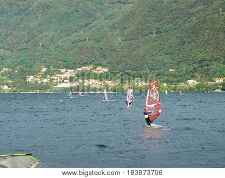Windsurf E Kitesurf On The Lake
