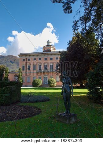 Villa Ciani And Statue In The Forecourt
