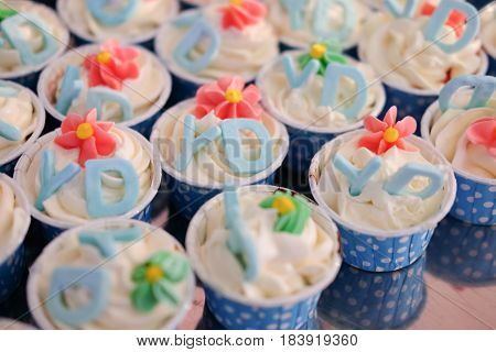 Cup cakes decorated with alphabet Y and D sugar tag