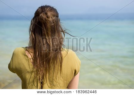 young woman from behind in front of the lake garda