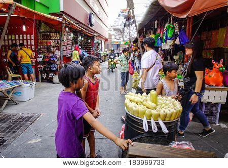People At The Street Market In Manila, Philippines