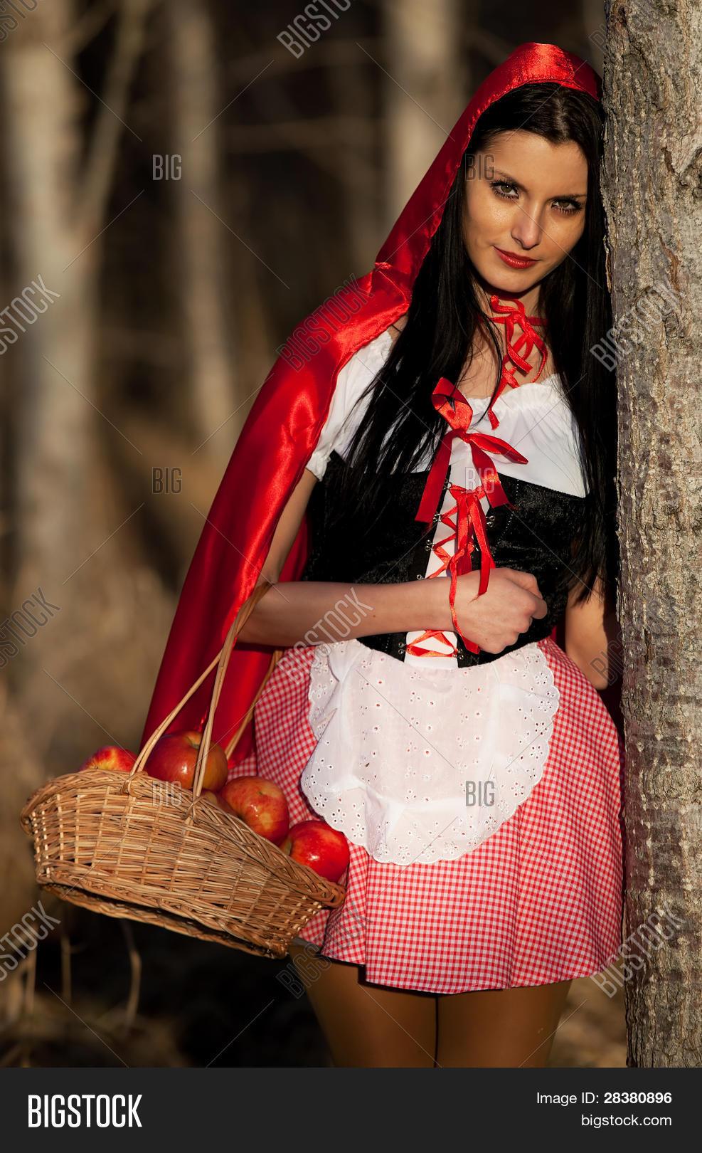 Красная Шапочка В Белых Чулочках