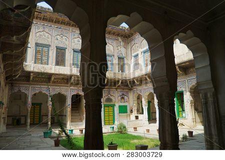 Mandawa, India - March 31, 2007: Inner Yard Of A Historical Haveli In Mandawa, India.