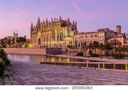 Sightseeing Of Mallorca. La Seu, The Gothic Medieval Cathedral Of Palma De Mallorca, Beautiful Night