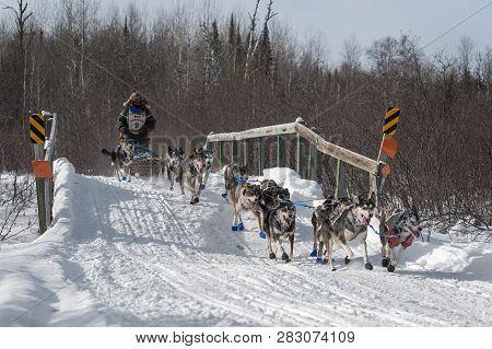 Duluth, Mn - January 27, 2019: Collen Wallins Team Crosses Bridge During The John Beargrease Sled Do