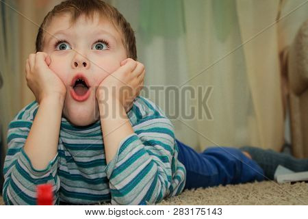 A Boy With A Surprised Face, Mimicry Surprised