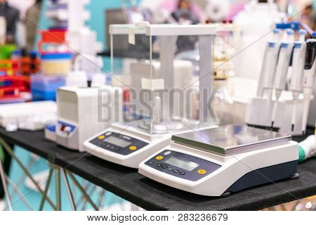 High Accuracy & Precision Digital Measuring Weight Scale Or Balance Device Of Lab For Industrial Che