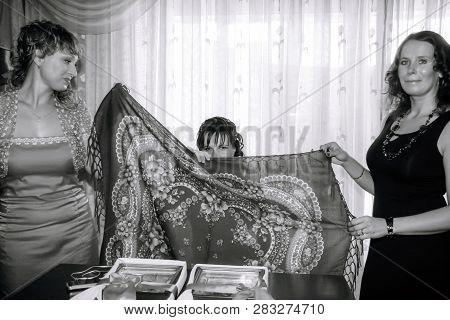 Lutsk, Volyn / Ukraine - August 30 2008: Women Waiting For Redemption Bride At Home