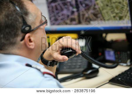 911 Emergency Number Operator