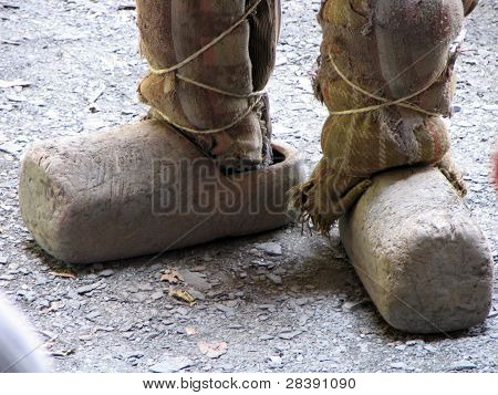 Traditional slate cutter protection shoes