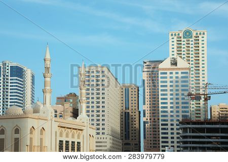 Dubai, United Arab Emirates - November 06, 2018: Cityscape With Modern Buildings And Mosque