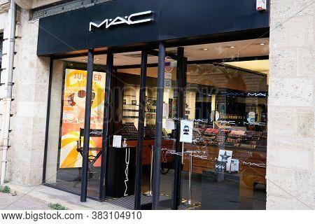 Bordeaux , Aquitaine / France - 08 25 2020 : Mac Sign And Logo Of Shop Cosmetics Make-up Art Manufac