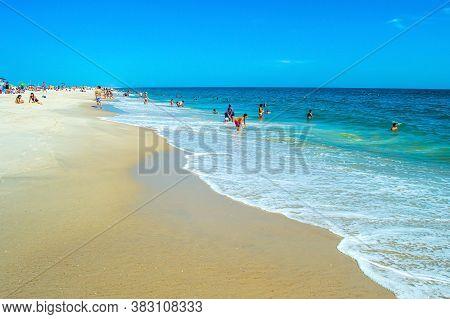 8/31/2020 - New York, Ny: People Enjoying Themselves At Jones Beach.