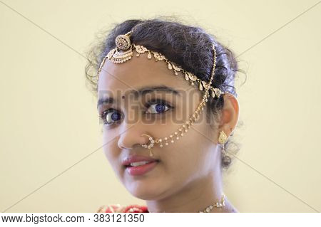 ,a Beautiful Young Hindu Woman Face And Wore Gold Ornaments , Indian Woman Face, Gorgeous Women Face