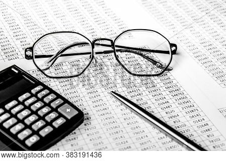 Financial Planning Or Seo Internet Marketing Business Concept - Sales Or Visitors Report And Graphs