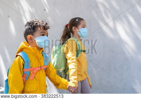 Kids Going Back To School Wearing Mask.