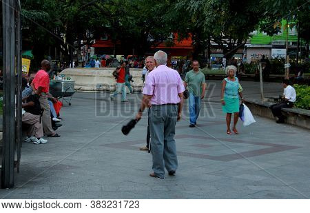 Salvador, Bahia / Brazil - November 19, 2012: People Are Seen At Praca Da Piedade In Downtown Salvad