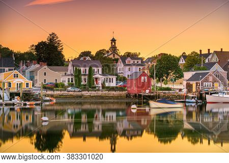 Portsmouth, New Hampshire, USA townscape at dusk.