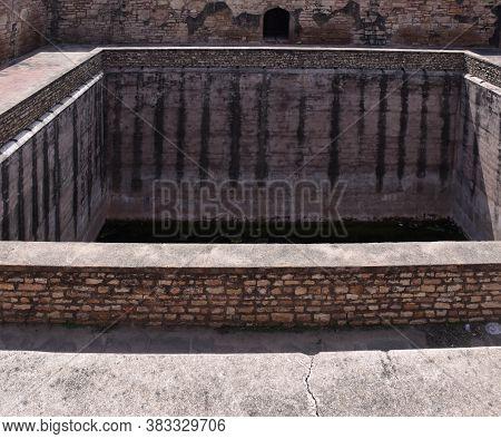 Gwalior, Madhya Pradesh/india - March 15, 2020 : Snanagar Or Swimming Pool Of Gwalior Fort