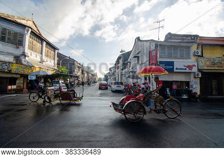 Georgetown, Penang/malaysia - Jul 31 2016: Two Bicycles Move In Different Direction At Georgetown St