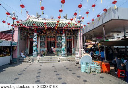 Bukit Mertajam, Penang/malaysia - Aug 13 2016: Red Lantern Decorated At Old Chinese Temple Tua Pek G