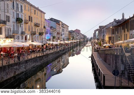 Mailand Navigli, Nice Canal With Lots Of Shops. Milan Italy 08.2020