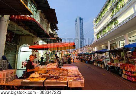 Georgetown, Penang/malaysia - Oct 28 2016: Hawkers Start Business In Early Morning At Jalan Kuala Ka