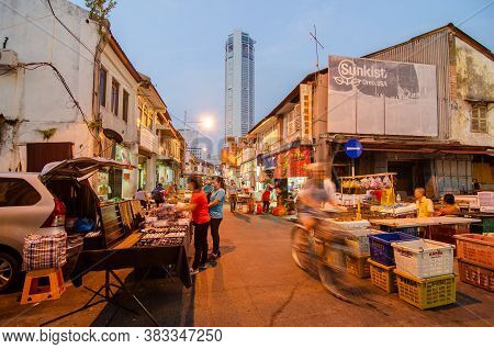 Georgetown, Penang/malaysia - Oct 28 2016: Busy Morning Market At Jalan Kuala Kangsar.