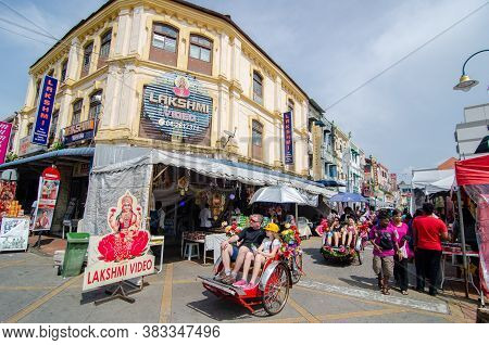 Georgetown, Penang/malaysia - Oct 28 2016: Foreign Tourists Experience The Penang Cultural On A Ride