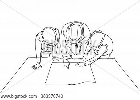 One Single Line Drawing Of Young Architects And Manager Meeting At Construction Site To Discuss Draf