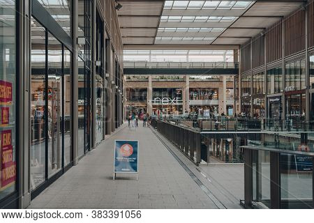 Oxford, Uk - August 04, 2020: Social Distancing Sign Inside Nearly Empty Westgate Centre, A Major An