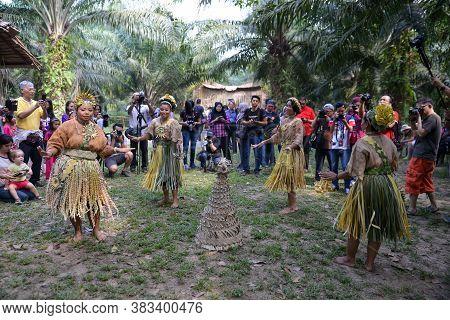 Carey Island, Selangor/malaysia - Mar 17 2018: Malaysia Aborigines Mah Meri Dance In Front Of Touris