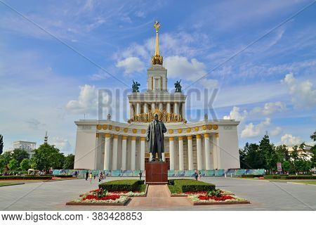 Moscow, Russia - August 25, 2020: The Main Pavilion And The Monument To Lenin At Vdnkh. Exhibition O
