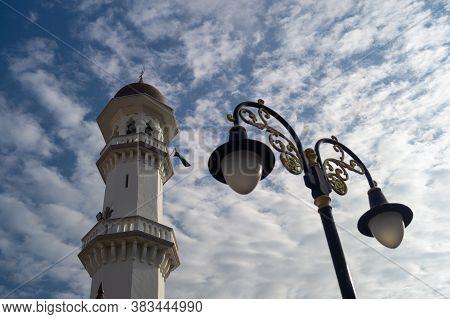 Georgetown, Penang/malaysia - Feb 14 2020: Minaret Kapitan Keling Mosque With The Street Lamp Under
