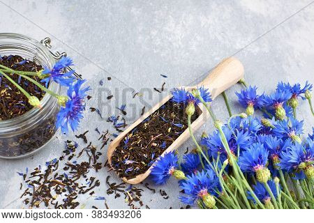 Blend Of Black Tea, Cornflowers Petals And Thyme With Fresh Blue Cornflowers