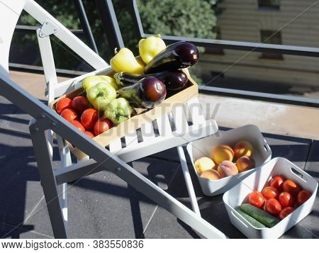 Decontaminating vegetables on a balcony under sun light during COVID pandemic