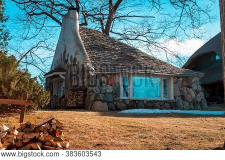 Charlevoix, Mi /usa - March 2nd 2018:  Earl Youngs Half House Designed Using His Mushroom House Desi